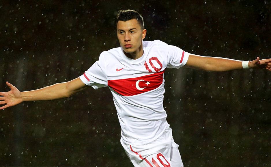 _Turkey_National_team_1112_Away_Kit